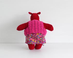 Mini the mippo in mini skirt and crochet vest 2