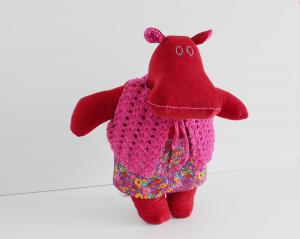 Mini the mippo in mini skirt and crochet vest 3