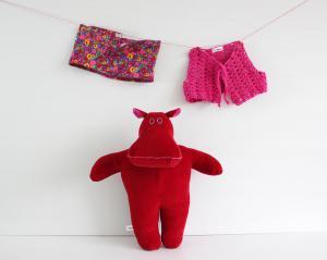 Mini the mippo in mini skirt and crochet vest 5